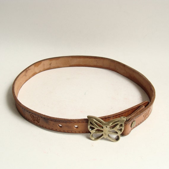 tooled belt / 70s 1970s tooled leather belt / brass butterfly buckle / small waist belt / vintage belt