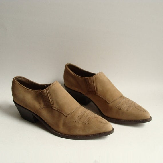 shoes 8.5 9 / suede western booties / tan leather winklepickers / western below the ankle boots / shoes size 9 / vintage shoes