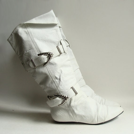 boots 6 / white leather boots / 80s 1980s Wild Pair buckle boots / pull on boots / shoes 6 / vintage boots