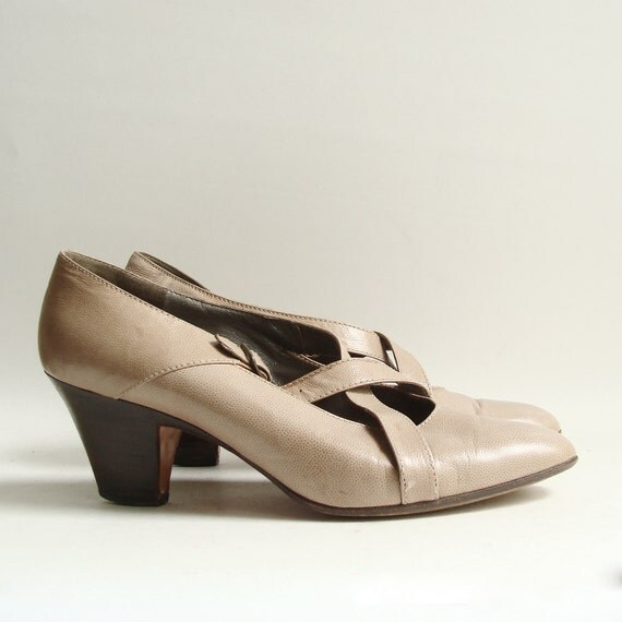 shoes 8.5 / tan leather strappy heels / 80s 1980s heels made in Italy / criss cross heels / shoes size 8.5 / vintage shoes