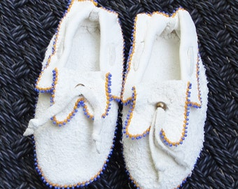 Vintage Beautiful  Hand Made Native American Indian White Leather Baby Moccasins