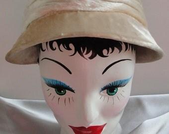 Vintage  1950s Velvet  Hat.  Off White Color