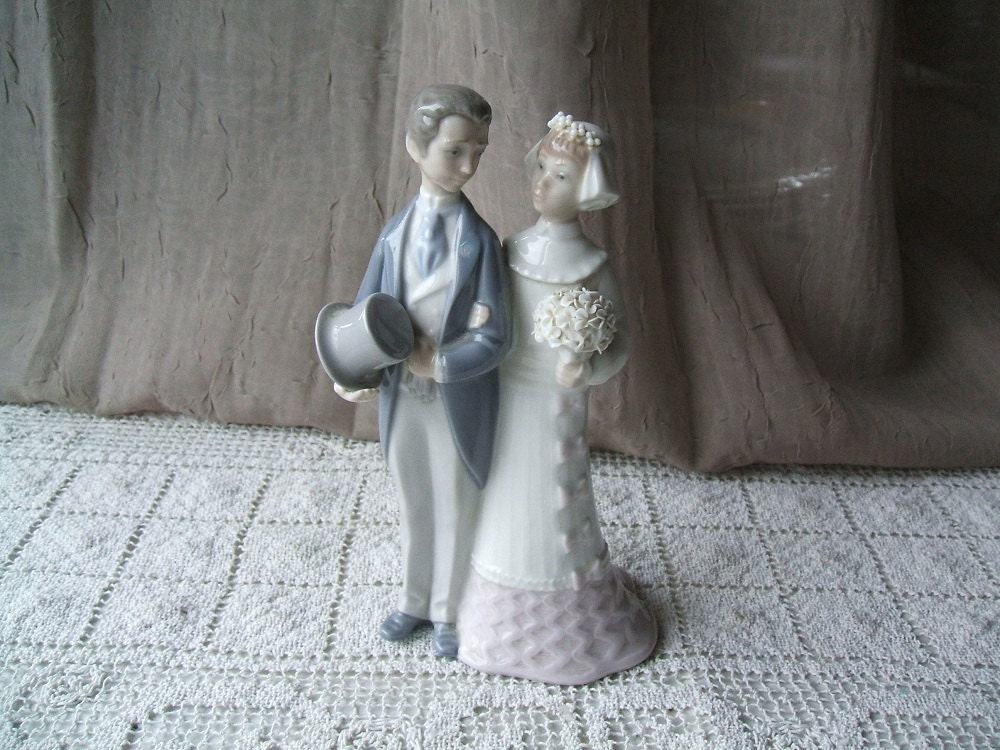 NEW PRICE Vintage Lladro Figurine Wedding 4808 Cake Topper