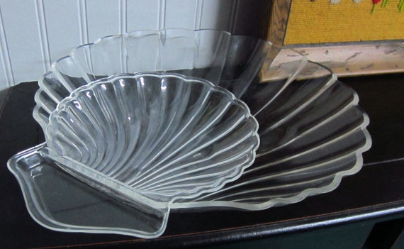 Vintage Lucite Clam Shell Chip Dish and clip on Dip Holder