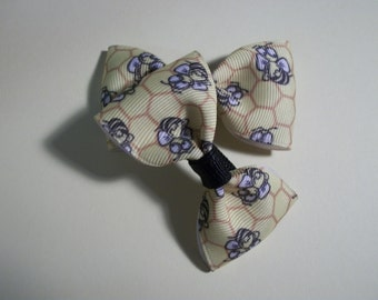 Baby Bows, Yellow Buzzy Bee Print .Hair Bows,  Bow Tie Hair Bow Set of Two