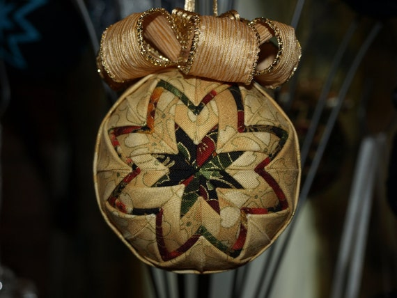 Quilted ornament in gold with green - gold ribbon hanger