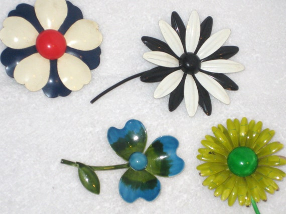 Vintage 1960s Retro FLOWER Pin Brooches 4 Flower Power