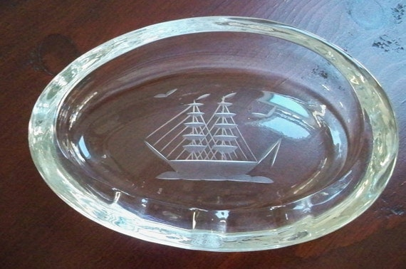 Vintage Collectible Tobbaciana  Etched Glass Clipper Ship Ashtray