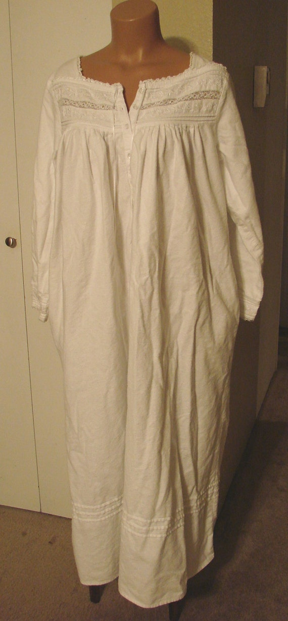 Vintage Eileen West Old Fashioned Long Flannel Nightgown