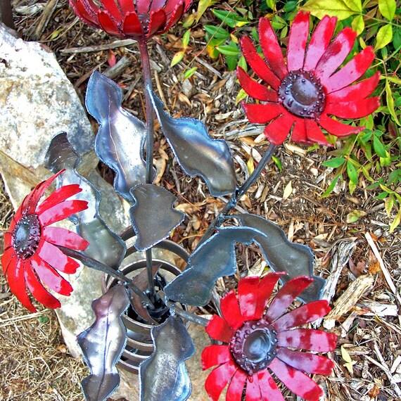 Anniversery gift flowers - Gerbera Daisy Floral Arrangement - Metal daisy bouquet - Red daisy metal sculpture - Daisy home accent sculpture
