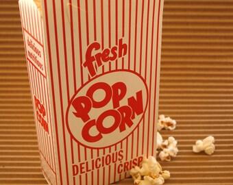 20 Scoop Popcorn Boxes - Closed Tops - Retro Design Red White
