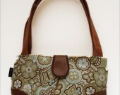 Retro-Styled Handbag in Earthy Tones