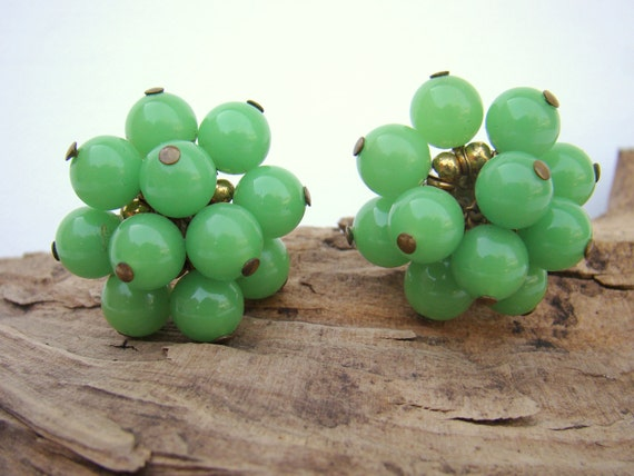 1950s Lime Green Glass Cluster Earrings / Screw Posts