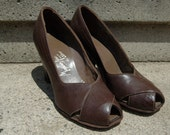 "Vintage 1930-40's "" Modern Aire"" iconic brown leather spectator pumps sz 5"