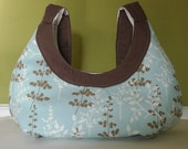 curvy shoulder bag in brown and blue