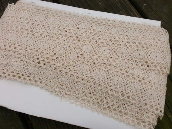 Vintage Wide Cream Ecru Lace Trim Circular Design 26 Yards
