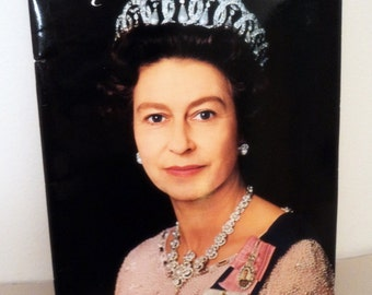 1977 The Queen's Silver Jubilee Pictorial Souvenir Book // Royalty //  Diamond Jubliee Celebration