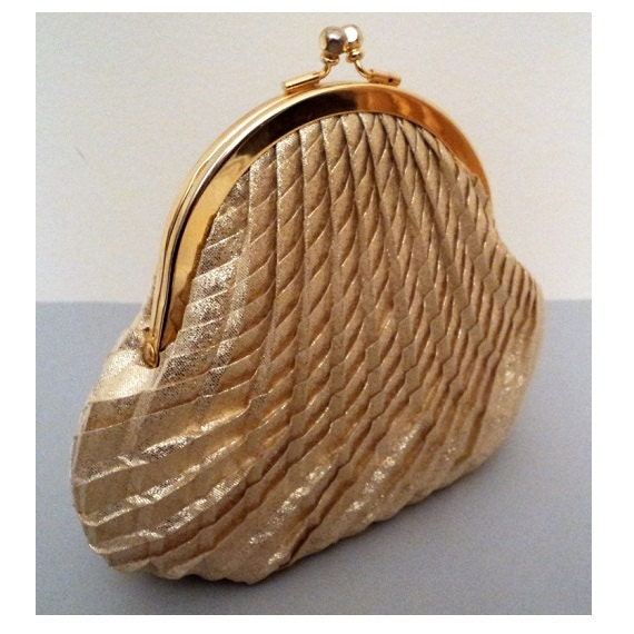 Vintage 1960's Evening Purse Clutch // Gold Lame // Pleated Shell