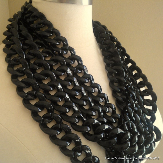 Resin Plastic Black Chain 30mm by 33mm links 1 Foot (31cm) 15 links