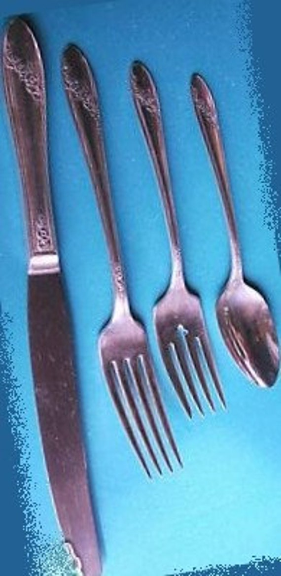 QUEEN BESS 28 Piece Service for 4 Oneida Tudor 1946 Silverplate Flatware  ... Nice Starter Set or Addtional Place Settings for Heirloom Set