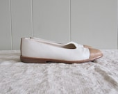 SALE....... 1980s vintage hand made pale leather flats 5.5