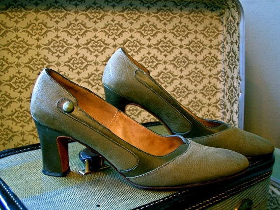 HOLIDAY SALE Vintage 1960's Shoes Olive Green Leather Two Tone Preppy 60's High Heel Amazing Rare MAD MEN Era Pumps
