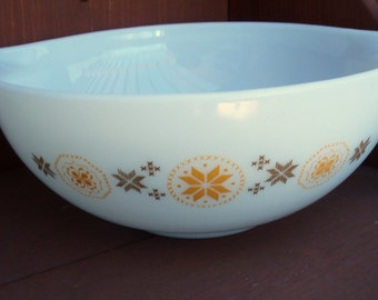 PYREX Town and Country Cinderella Bowl 4 Quart CLEARANCE