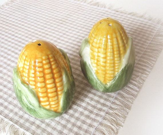 Salt and Pepper Shakers - CORNS - tbteam