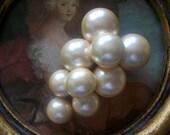 Fabulous Vintage Large Pearl Dress Clip Scarf Clip Fur clip