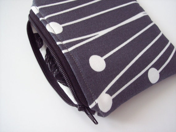 coin purse in gray and white