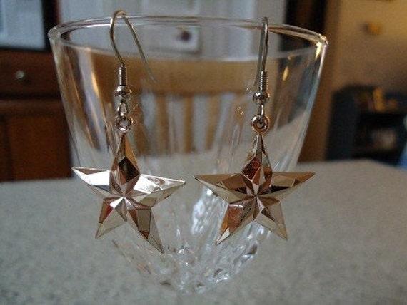 Pale Pink Plastic Star Dangle Earrings