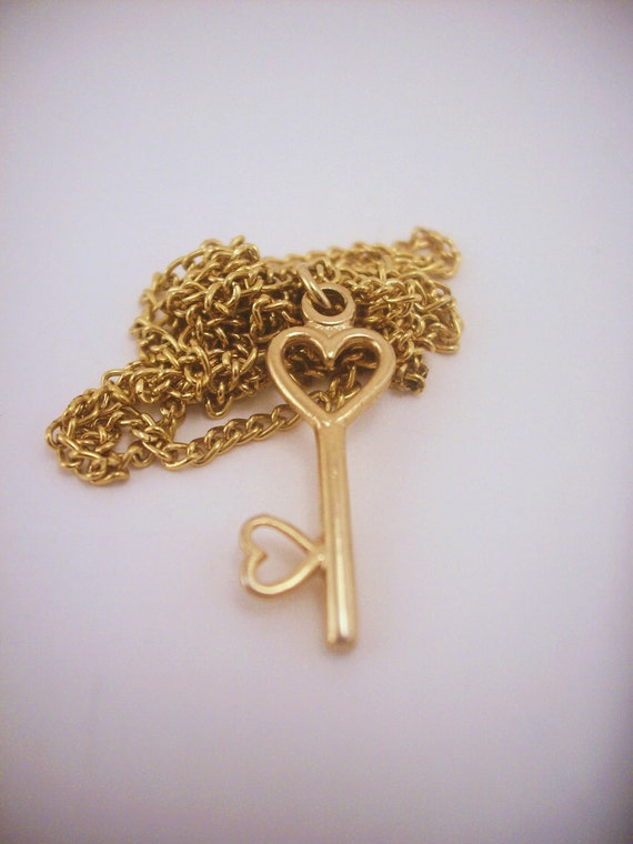 Tiny vintage heart gold key necklace. Simple slim chain. Everyday wear. Spring clasp. For a love or a friend. Valentines day gift.