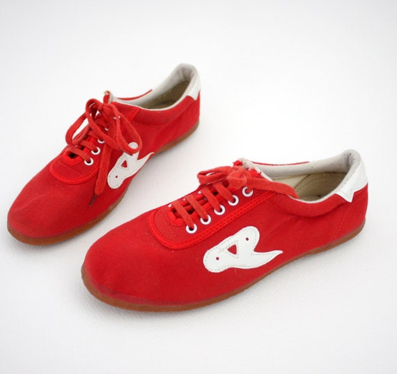Vintage sneakers / 1970s red and white canvas / size 38/7.5