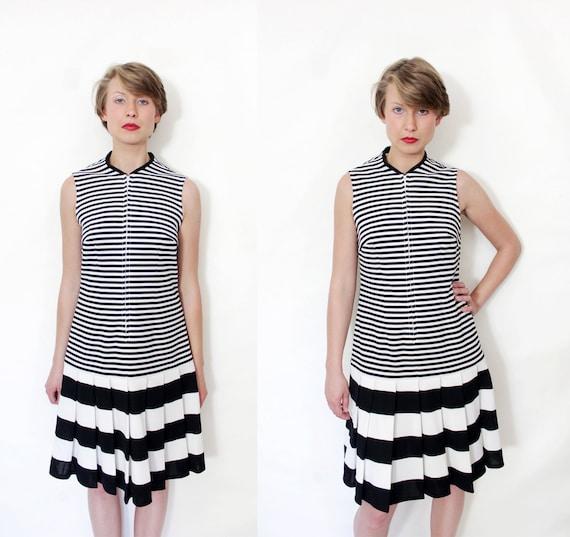 Vintage dress / 60s black and white stripe scooter dress / size M