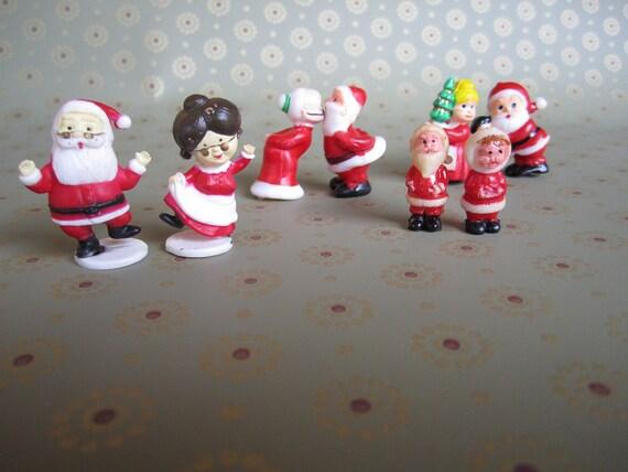 Assorted Mini Plastic Santa and Mrs Claus Figures (x4 pair) - NOS