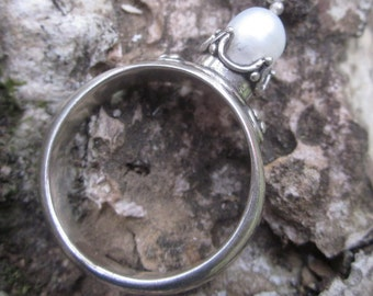 Bali Sterling Silver Traditional style Ring / white pearl / Balinese handmade jewelry / Size: 7.5 ready to ship