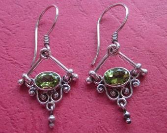 Balinese dangle Silver Peridot Earrings / 1.4 inch long / silver 925 / Bali / handmade earrings