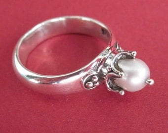 Balinese Sterling Silver Traditional style white Pearl Ring / size : 7 ready to ship / Bali handmade jewelry / silver 925
