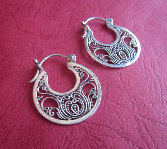 Awesome 28 mm. Bali silver hoop earrings / sterling silver.