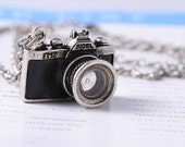 Antiqued Sliver Camera Necklace-with free gift bag