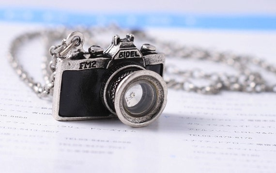 Antiqued Sliver Camera Necklace-with free gift bag