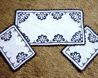 EMBROIDERED table RUNNER Linen Hand Made Deep Blue work CROCHETED Lace Trim