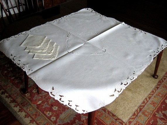 TABLECLOTH vintage Crisp Natural LINEN Embroidered Dotted Flowers with 4 NAPKINS