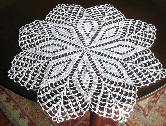 Doily tablecloth runner crochet lace diamond points LARGE 20 inches round runner