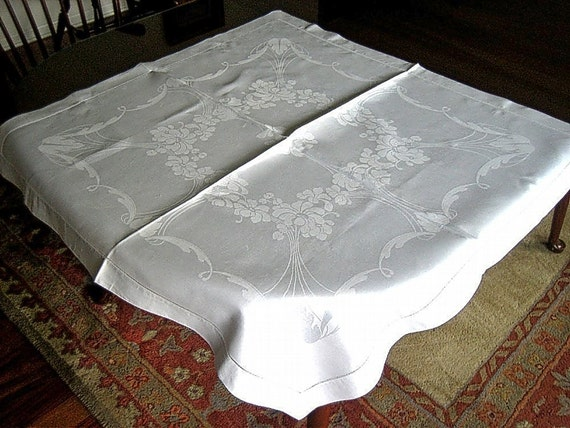 Damask Tablecloth vintage Bone WHITE BEAUTY Hemstitching Slick Pure LINEN Wreath