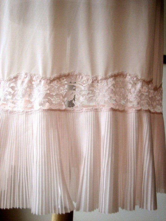 SLIP Vintage Supple Tricot and Lace FULL Dress LENGTH Pink Accordian lace Sz 34