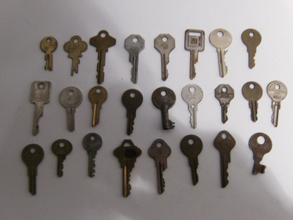 Vintage Keys - Qty 25 - Lot B5