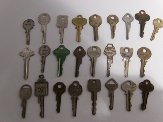 Vintage Keys - Qty 25 - Lot B6