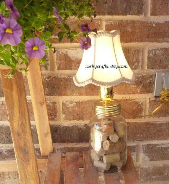 Versatile mason jar table lamp