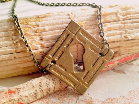 Vintage Keyhole Necklace - Secret Garden - Victorian Steampunk Skeleton Key Necklace - Jewelery - Elegant Whimsical Shabby Salvage